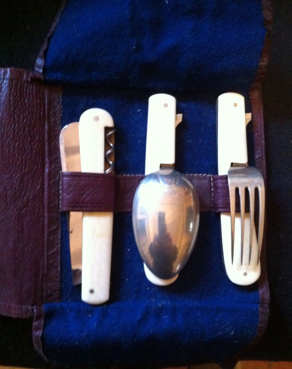 A RARE & DESIRABLE WWI OFFICERS' FOLDING K,F,& S FIELD SET