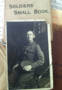 FIVE TIMES CASUALTY ( Lincolnshire Regiment ) 1915 Trio with amazing papers . (RARE)
